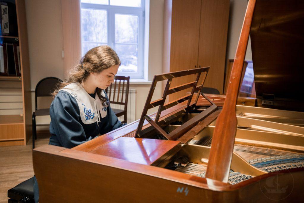 На Факультете церковных искусств прошел концерт фортепианной музыки